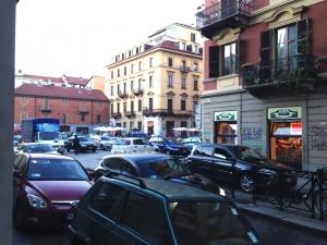 Obbligo di scendere dalla bici agli incroci: strane idee di sicurezza stradale a Torino