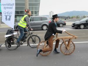 """I 200 della bicicletta. Gli auguri da Fiab alla """"draisina"""""""