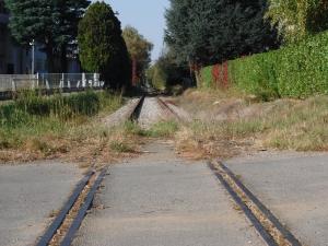 La Ciclo-metropolitana saronnese sull'ex ferrovia. I timori di Fiab per nuovi parcheggi auto