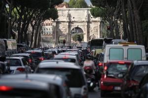 Troppe auto, troppo smog. Il sondaggio in dieci città europee