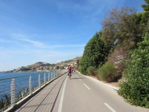 Nel Ponente Ligure, oltre al Festival, c'è una ciclabile sul mare. Regione Liguria: lasci o raddoppi?